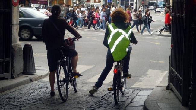 http://img.blogs.es/circulaseguro/wp-content/uploads/2010/08/chaleco_ciclista.jpg