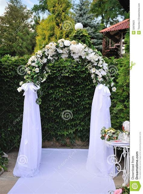 25  best ideas about Wedding arch decorations on Pinterest