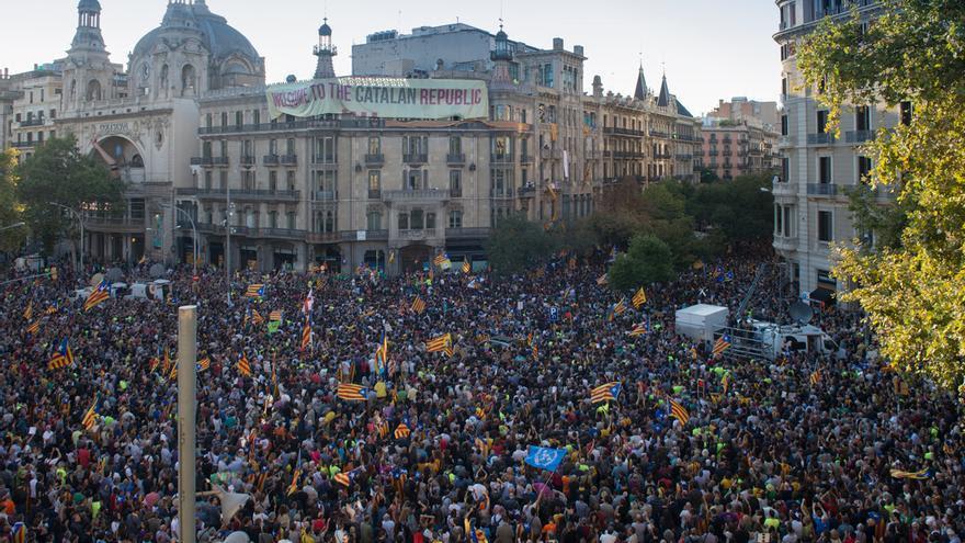 Concentració davant la Concelleria d'Economia  Gran Via / Rambla Catalunya