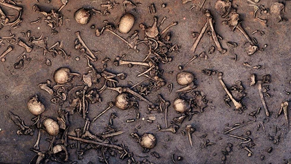 Scavo di un antico campo di battaglia nel nord della Germania ha rivelato i segni di una battaglia immenso, come ossa fitte, come si è visto in questo 2013 foto del sito.  Una superficie di 12 metri quadrati si dice che abbia tenuto 1478 ossa, tra cui 20 teschi.