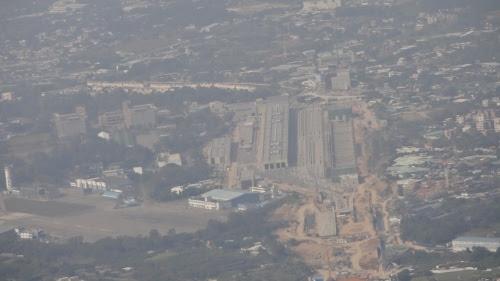 広深港高速鉄道の車庫と人民解放軍の飛行場