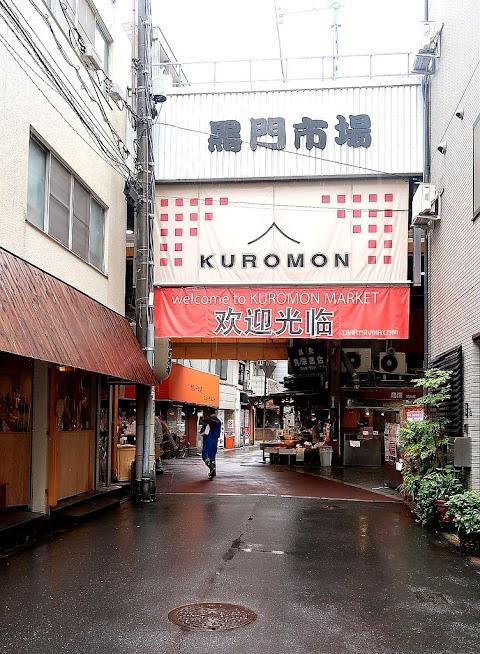 Kulineran dan Cuci Mata di Kuromon Ichiba Market, Osaka