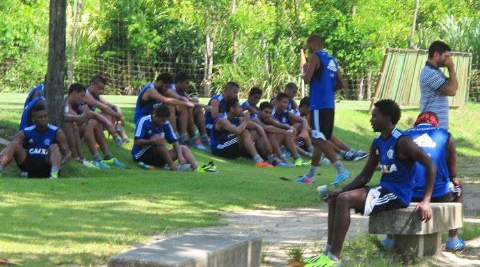 Flamengo treino grupo na sombra (Foto: Thales Soares)
