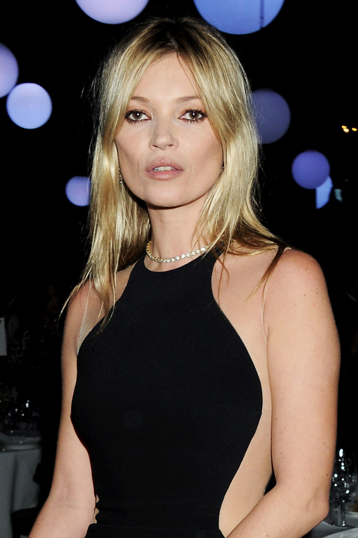 LE FASHION BLOG KATE MOSS STELLA MCCARTNEY ILLUSION CUT OUT NUDE BLACK SIDE SHEER DRESS CHRISTIAN LOUBOUTIN PUMP HEELS STELLA MCARTNEY CLUTCH BAG ENGAGEMENT RING RINGS PRESENTATION LONDON STRETCH CADY 1