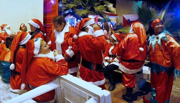 Perusahaan  Nakal Mewajibkan Karyawannya Menggunakan Atribut Natal