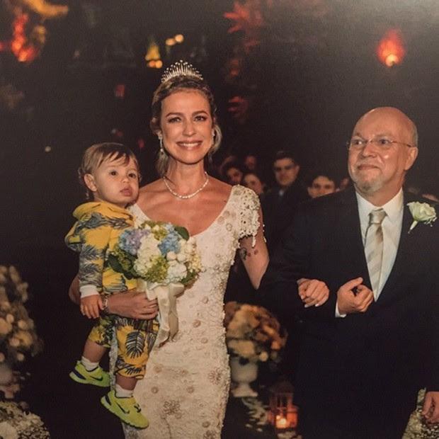 Resultado de imagem para luana piovani entra com o filho na cerimônia