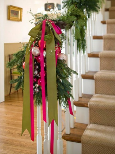 71 Awesome Christmas Stairs Decoration Ideas - 11 - Pelfind