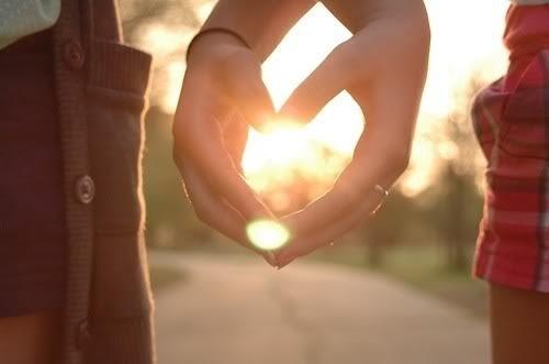 Couple-cute-hands-heart-holding-love-favim.com-94254_large
