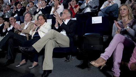 Barberá cambia su asiento y evita estar al lado de Castedo mientras habla Soria.   Vicent Bosch