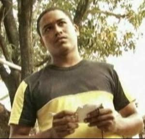 """El oficial """"Luis"""" de la Sección 21, quien reprime a Liranza"""