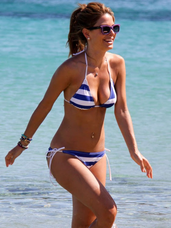 Maria-Menounos-Looking-Hot-in-a-Greek-Flag-Bikini-kanoni-tv-01