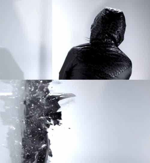 Nesta cena, aparentemente aleatória, um desconhecido bate pessoa encapuzada em uma parede e quebra em vários pedaços.  Isso representa um escravo MK fragmentando em personalites múltiplos?