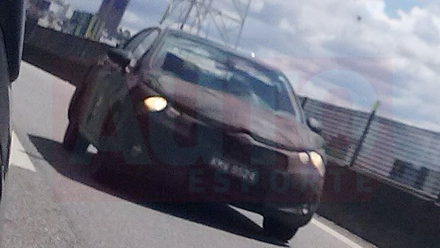 Novo Citroën C4 Pallas roda disfarçado em rodovia de SP (Foto: Rosana Maciel)