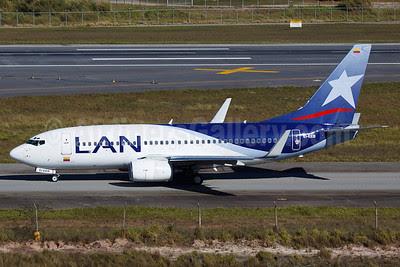 LAN (Colombia) (AIRES) Boeing 737-73S WL EI-EEB (msn 29081) GRU (Bernardo Andrade). Image: 908886.