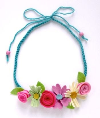 Pretty felt flower necklace