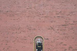 За широкой стеной государства.  Фото Reuters