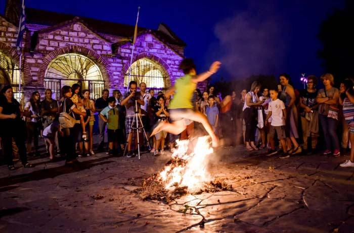 Άρτα: Αναβίωση εθίμου του Άι Γιάννη Ριγανά