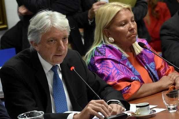 El vicecanciller Foradori y Carrió, ayer, en Diputados