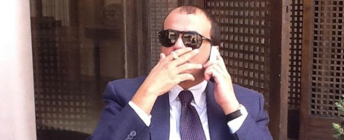 Angelino Alfano, il problema del ministro Ncd è il fratello Alessandro: dalle indagini sulla laurea all'assunzione alle Poste