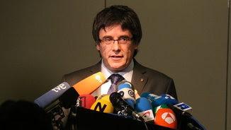 Carles Puigdemont, davant de diversos micròfons (ACN)