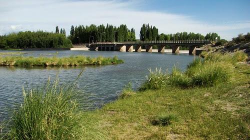 Paz junto al dique