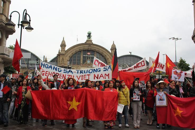 Giàn khoan, HD-981, Hải Dương-981, biển Đông, ASEAN, Trung Quốc, COC, DOC, yêu nước, tuần hành, vòi rồng, bành trướng, chiến tranh, Trường Sa, Hoàng Sa, chủ quyền, độc lập dân tộc