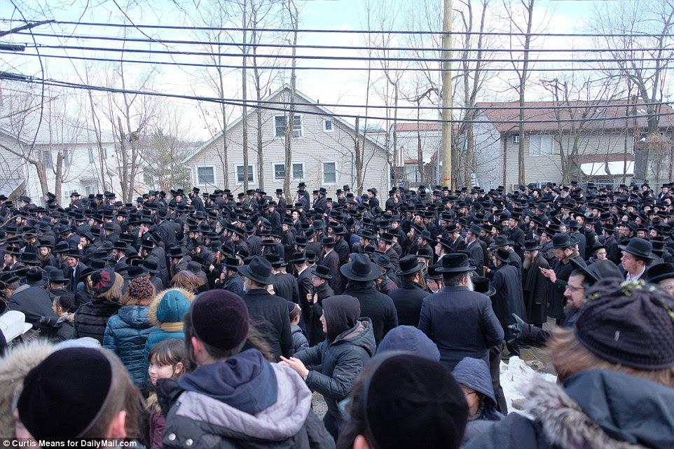 Il est rapporté que le rabbin avait 14 enfants composé de huit fils (dont le plus âgé est décédé) et six filles