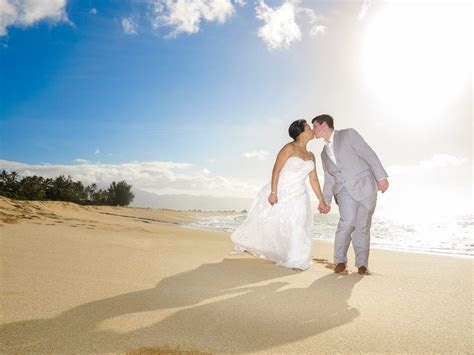 You're Getting Married in Hawaii, Now Who Pays For