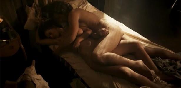"""5.abr.2016 - Nathalia Dill e Bruno Ferrari aparecem nus em cena de """"Liberdade, Liberdade"""""""