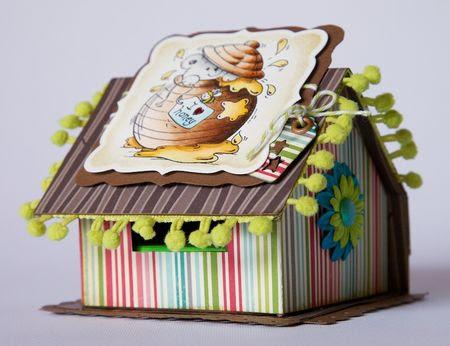 http://scrappando.typepad.com/cartaericordi/2012/07/httpwwwscrappandoittitoli-rubriche_12jpg-una-casetta-porta-post-it.html