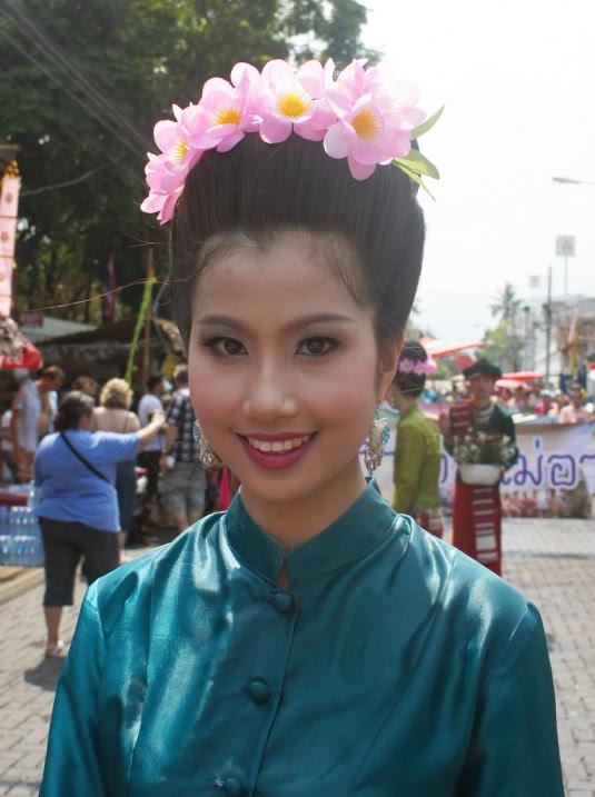 Красивая тайка в национальной одежде. Фото