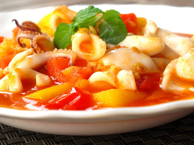 Stir -fried Squid with Pineapples