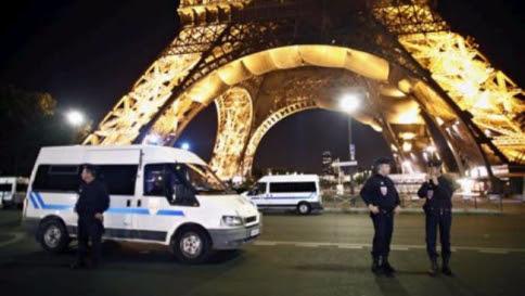 Parigi sotto attacco: tre sparatorie Udite esplosioni allo Stade de France