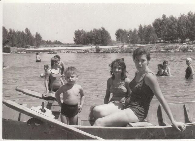 Barca en el Tajo en Toledo hacia 1965 © Familia Del Cerro Corrales