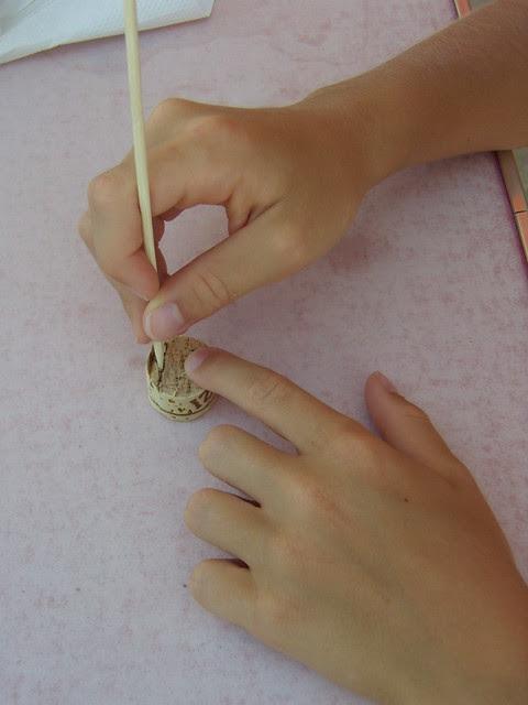 inserire il bastoncino nel sughero