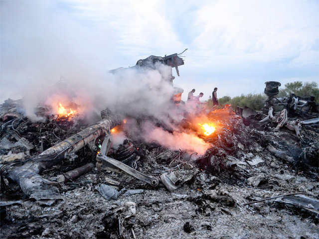 MH 17: Mayat Mangsa Melayang Dari Udara