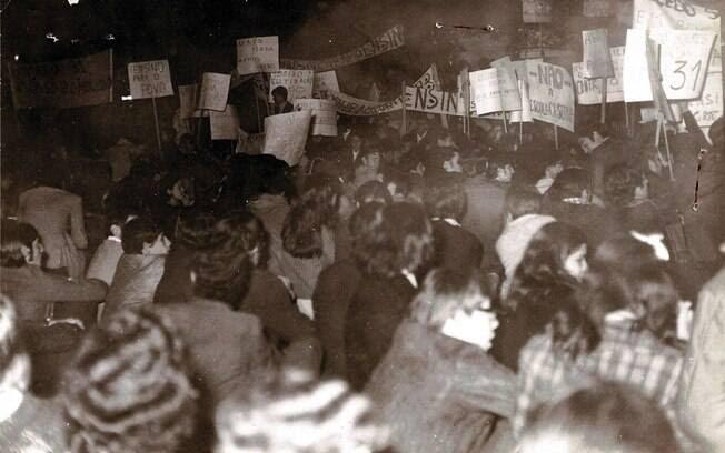 """""""Abaixo a Guerra do Vietnã!"""" também era um grito de guerra na época. Foto: Arquivo Brasil Nunca Mais"""