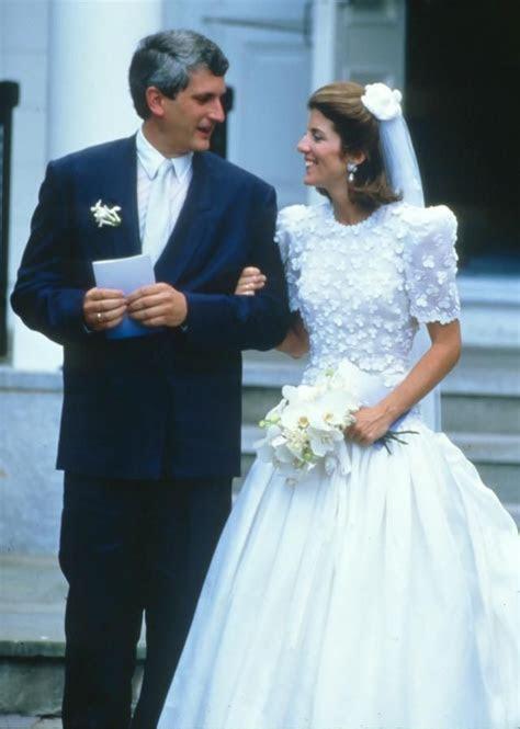 carolyn bessette kennedy wedding dress   XVON   Image