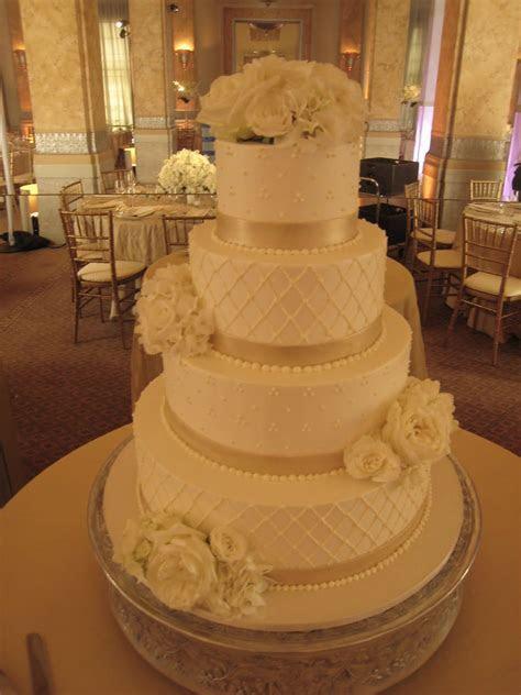 white champagne wedding cake   Cake As Art By Cake