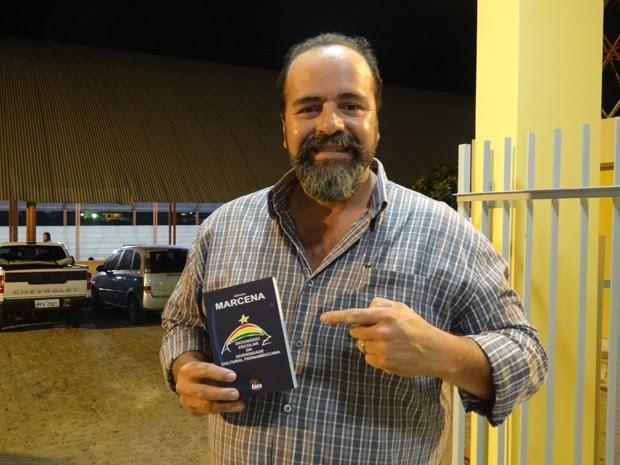 Historiador Adriano Marcena (Foto: Lorena Aquino/G1)