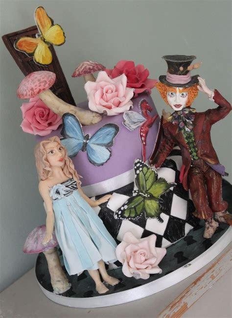 Alice in Wonderland tiered cake. Tim Burton Alice. Disney