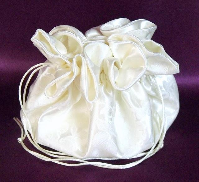 Long Sleeve Wedding Dress Beaded Lace Wedding Cake Chinese