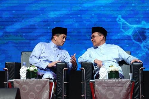 Jika Azmin menang Timbalan Presiden PKR, Anwar terkepung?