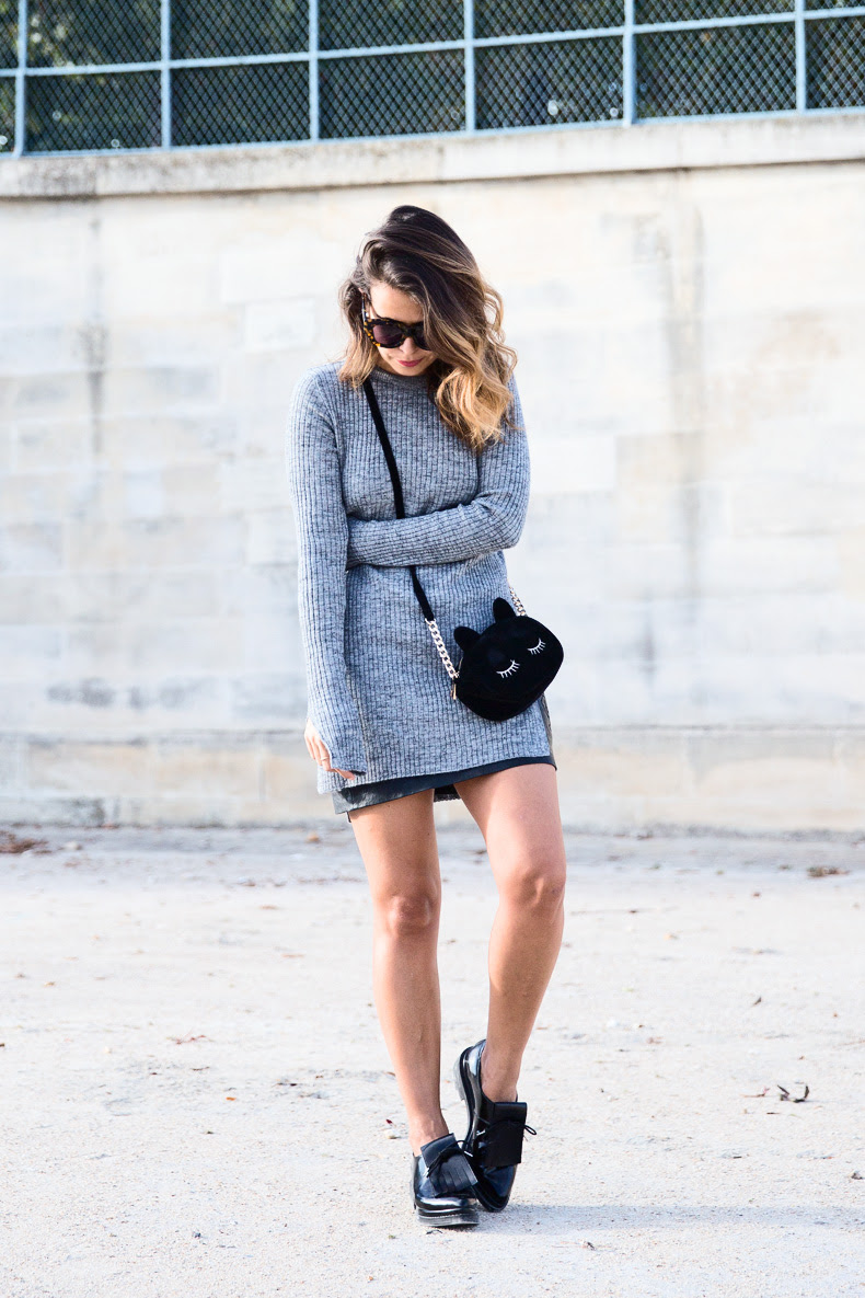 Black_Leather_Skirt-Brogues-Grey_Top-Cat_Bag-Outfit-Street_Style-Paris_Fashion_Week-PFW-33