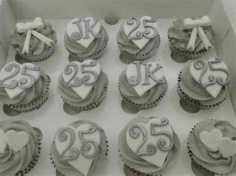 1000  ideas about Silver Cupcakes on Pinterest   Bling