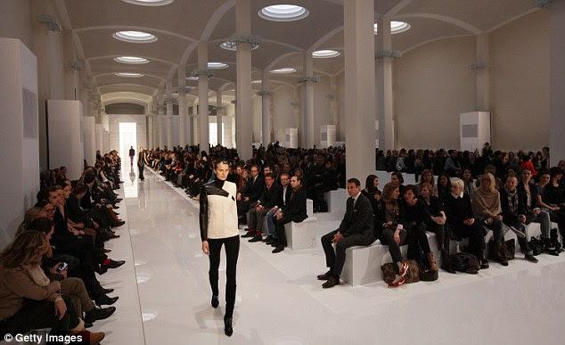 Andar a pé: O show, que teve lugar na arte Gemaldegalerie museu, atraiu as celebridades