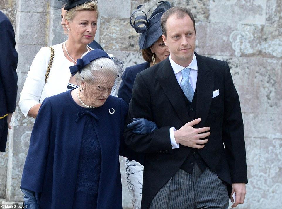 Nicholas Knatchbull assiste ao casamento de sua irmã Alexandra em Romsey Abbey em Hampshire mais cedo hoje