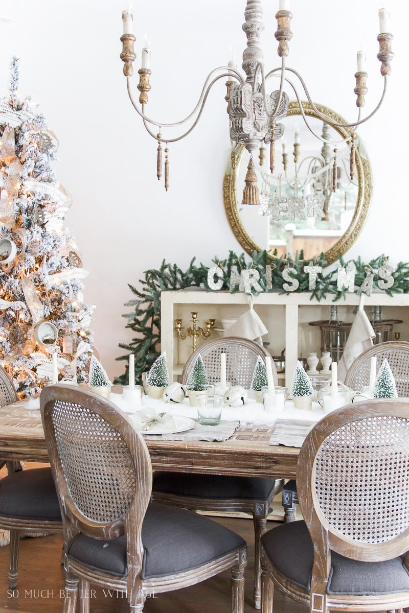 snowy-christmas-table-setting-111