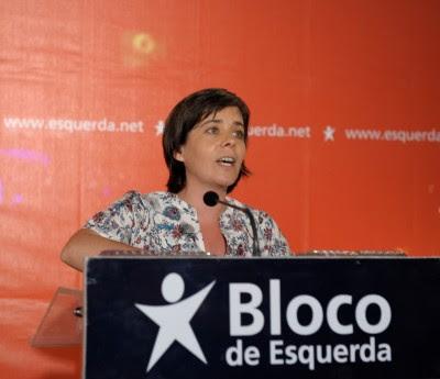 """Segundo Catarina Martins, """"o que temos tido é uma escalada nos cortes aos salários dos trabalhadores e uma total ausência de fazer os cortes no chamado Estado gordo"""". Foto de Paulete Matos."""