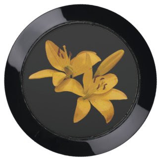 Yellow Lily Flowers USB Charging Station